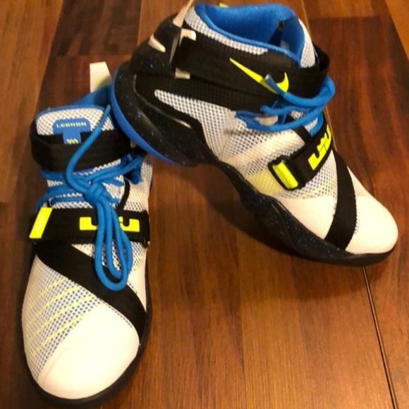 half off ae232 1be67 NWT Youth Nike LeBron Soldier IX Sneaker